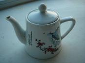 文革瓷壶3.毛主席诗词-已是悬崖百丈冰,犹有花枝俏-梅花,规格100(高)*80(底)mm.95品。