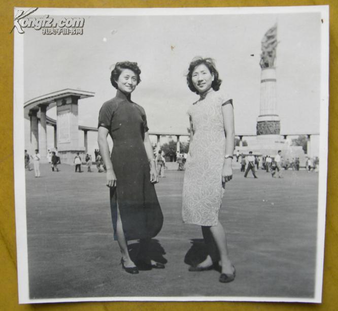 【图】民国老照片:两个旗袍美女摆poss