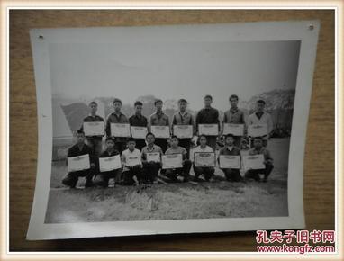 文革时期黑白老照片: 学生运动会颁奖