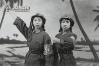 文革老照片:红军不怕远征难,美女誓把革命抓(1971年首都商场照相)
