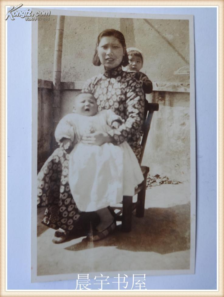 民國老照片:媽媽和兩個寶寶
