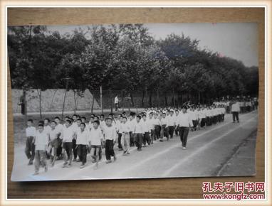 文革时期黑白老照片: 学生运动会.