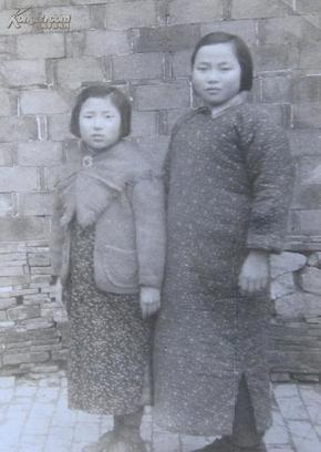 民国老照片:两个小美女~周玉珍、刘惠英。1948年
