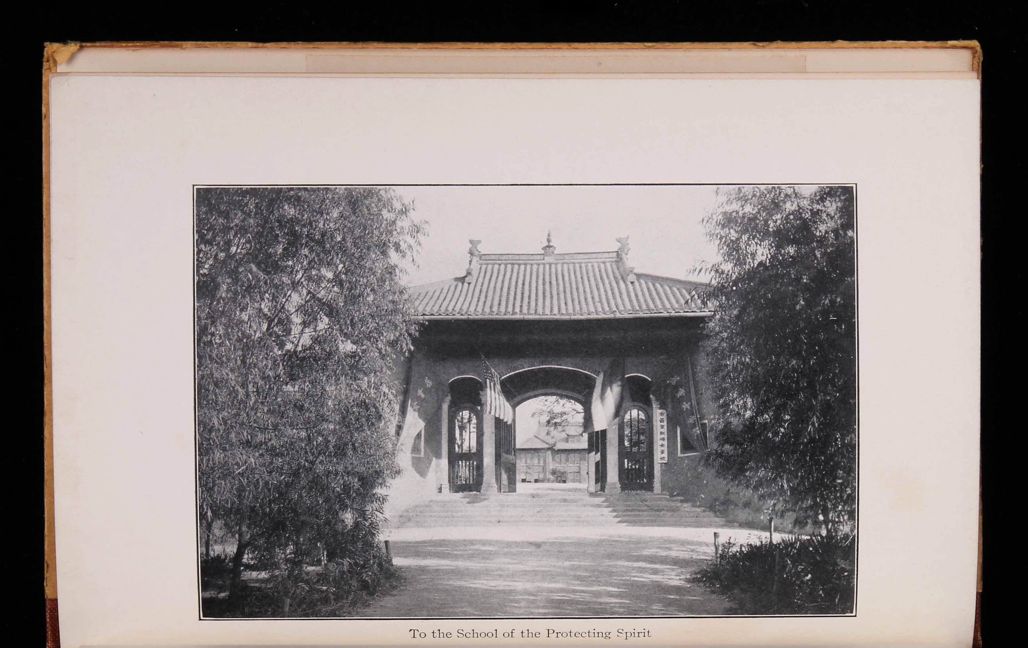 1925年纽约英文版《中国十年日记》(beyond the moon