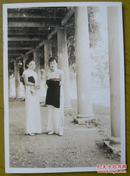民国老照片:漂亮!民国旗袍美女立像。