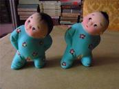 早期精美彩色泥塑:两个充满童趣的小孩(编号047)
