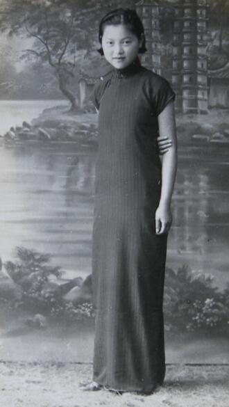 :修长旗袍美女