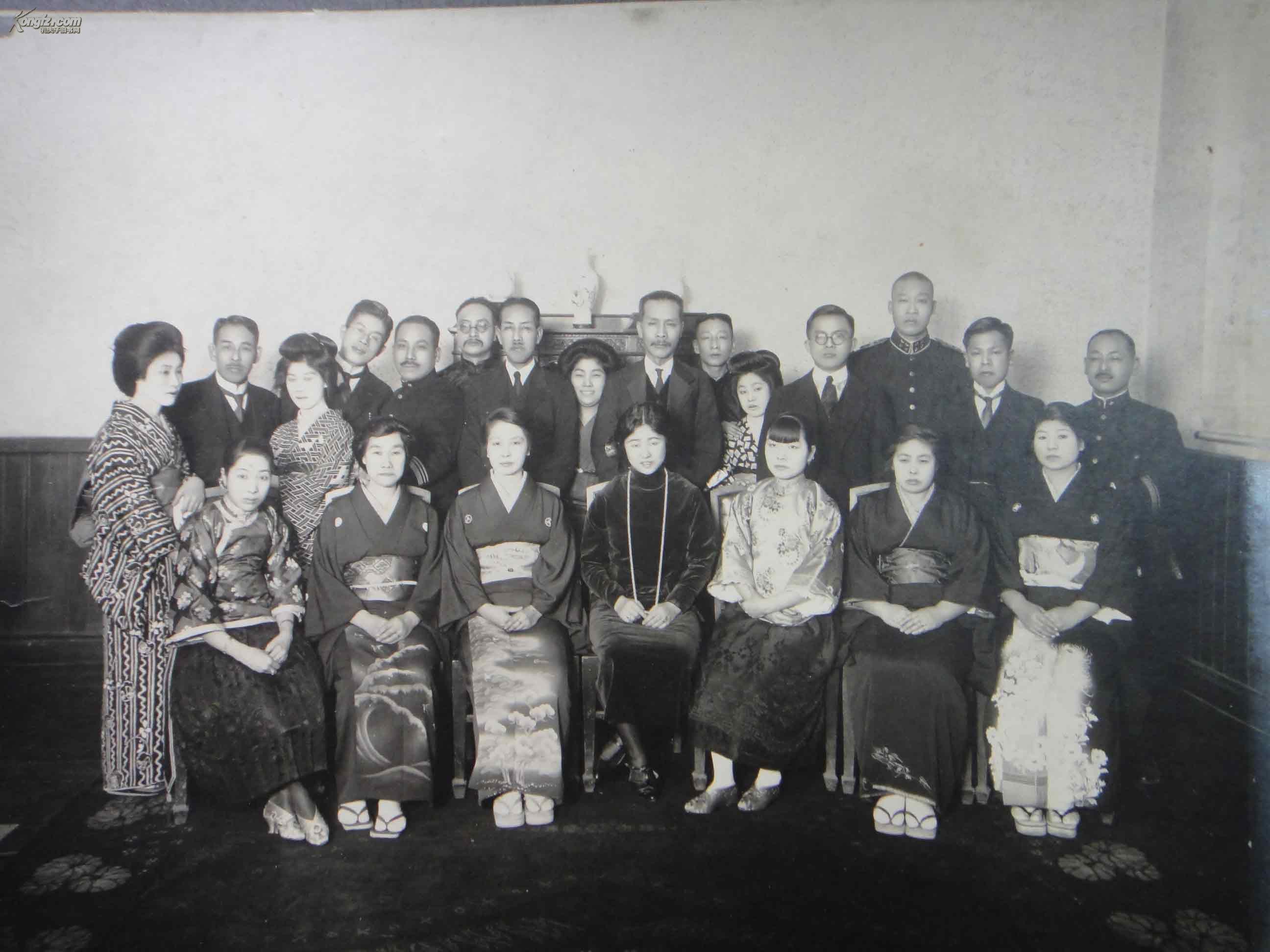 1925年拍摄原版老照片《副领事送别之宴,内有辽沈道道尹荣厚》