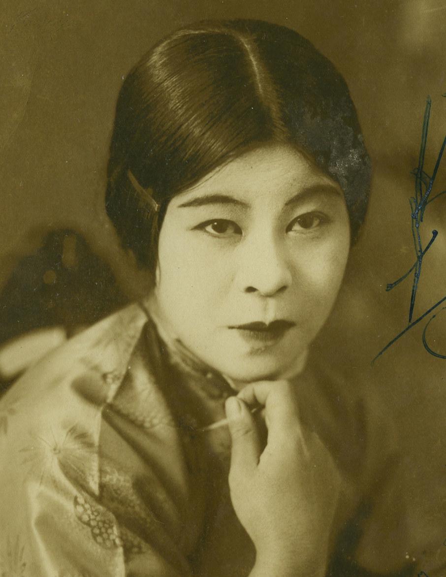 民国美女明星_民国美女签名照片(可能是个老上海电影明星)