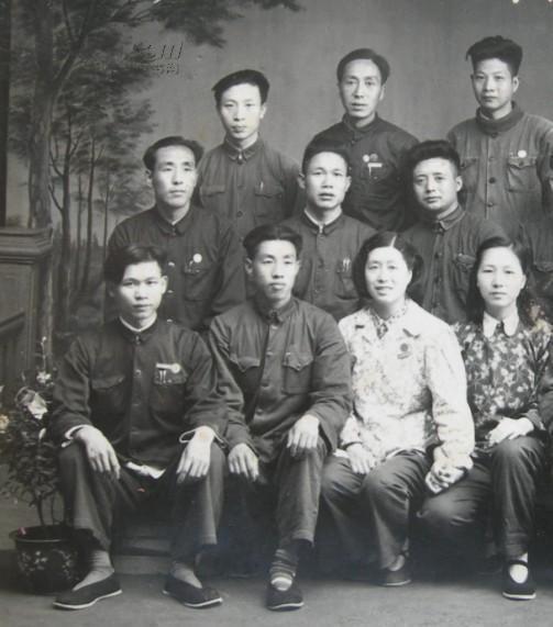 【图】老照片:1957年,【陕西省安康市】石泉县籍同学图片
