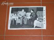 文化大革命期间的织锦画像:毛主席和华国锋在一起的油画《你办事,我放心》(27*40厘米,丝质,10品)