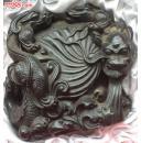 早期雕有三条龙《一大二小》的琥珀高10CM,宽9CM,厚4CM