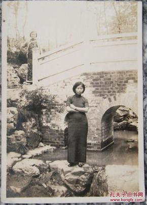 民国老照片:小桥、流水、民国旗袍美女~