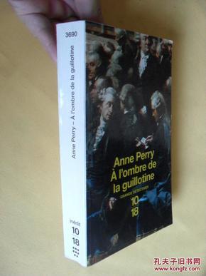 法文原版  À lombre de la guillotine.    Anne Perry