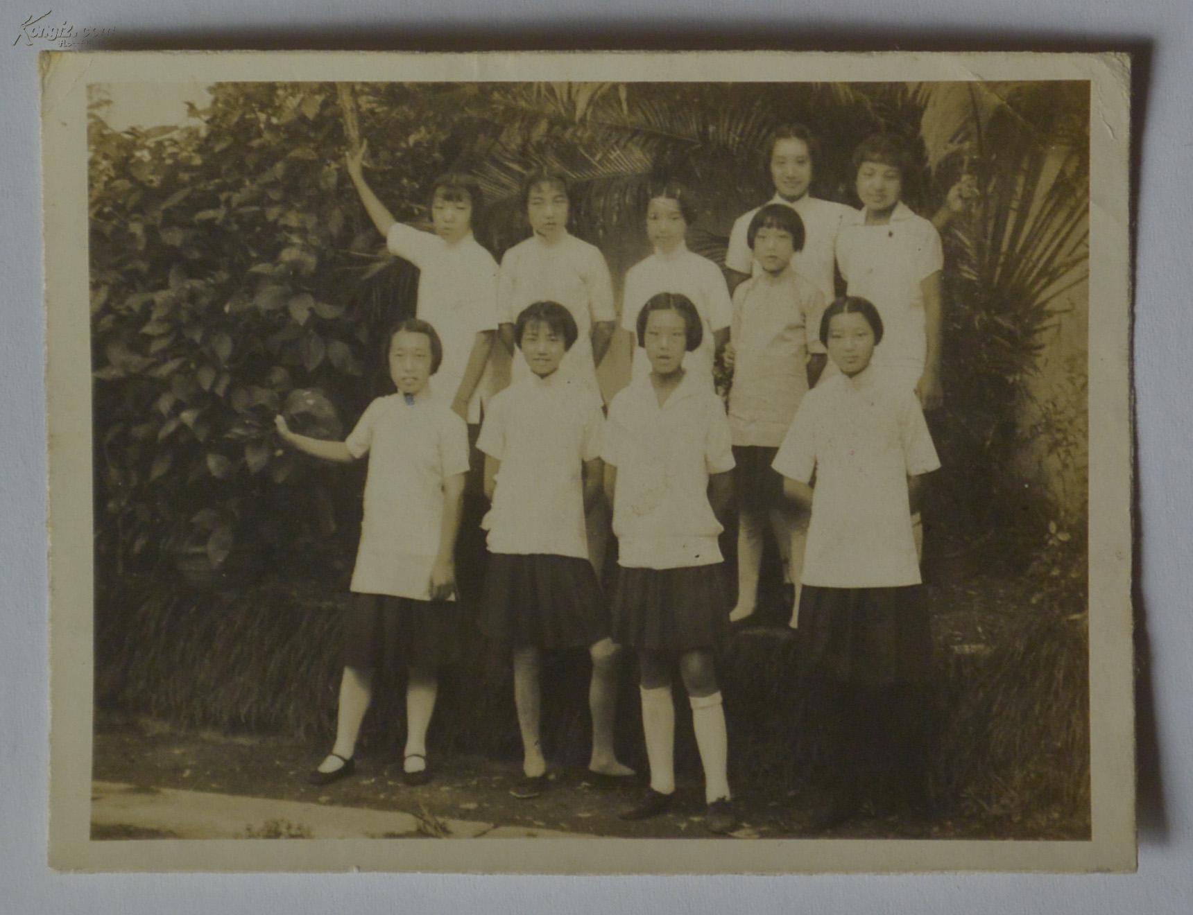 【原照片】 民国时期,松阳县湘湖师范学校毕业女生叶姓同学与女同学们图片