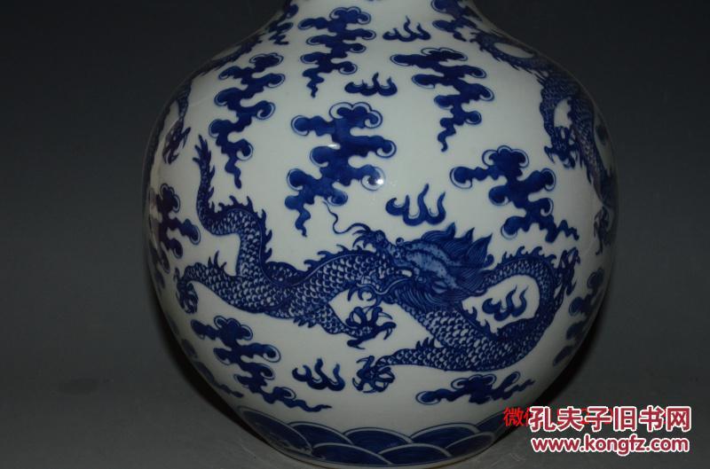 清康熙青花海水云龙纹天球瓶图片