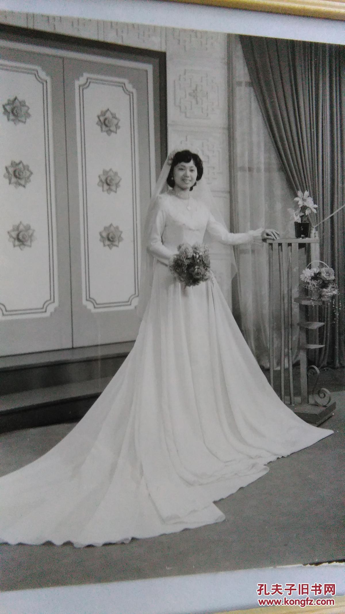 漂亮美女,早期唯美的婚纱时刻艺术照,已装框。压腿小美女图片