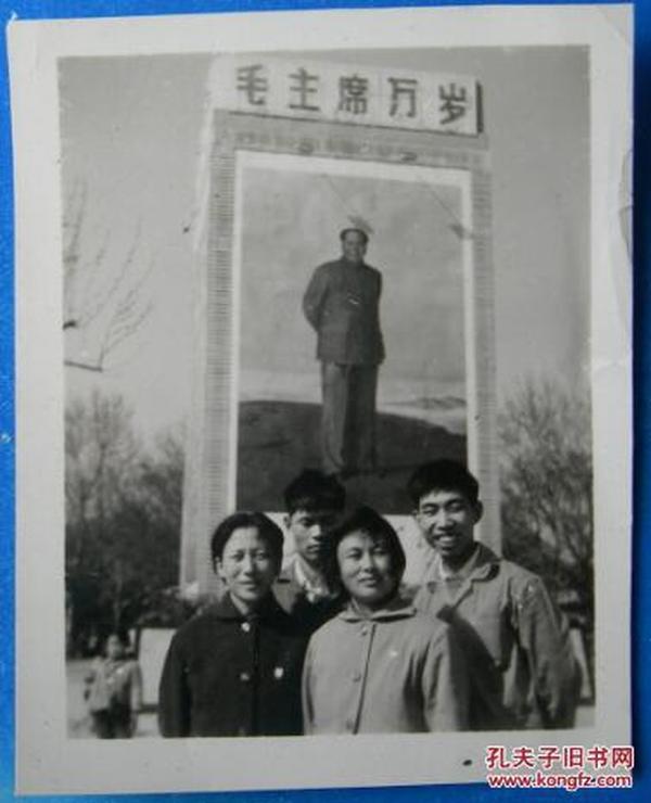 文革老照片(27):背景毛主席像。毛主席万岁,【心中升起红太阳系列】