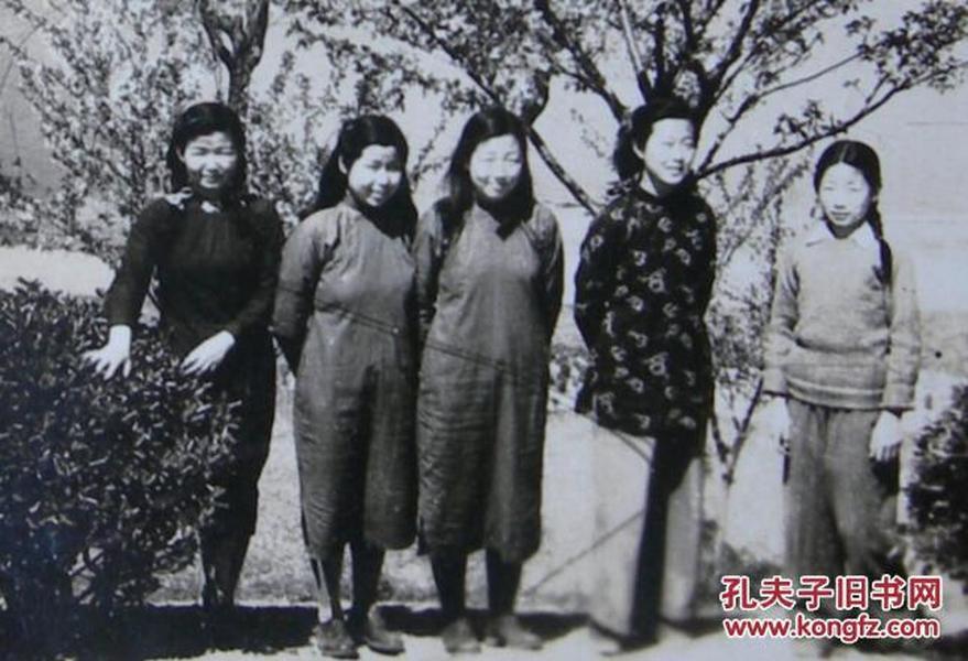 民国老照片:五大民国旗袍美女——寿玫和、寿钟和、寿采和、孙克宁、张玉府。