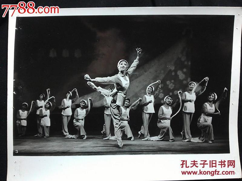 ●北京老照片:纺织女工!北京维尼纶厂业余宣传队老照片【尺寸20.5X15.5公分】!!
