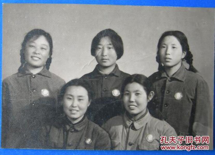文革老照片:美女,都戴毛主席像章《桐阴委羽系列》