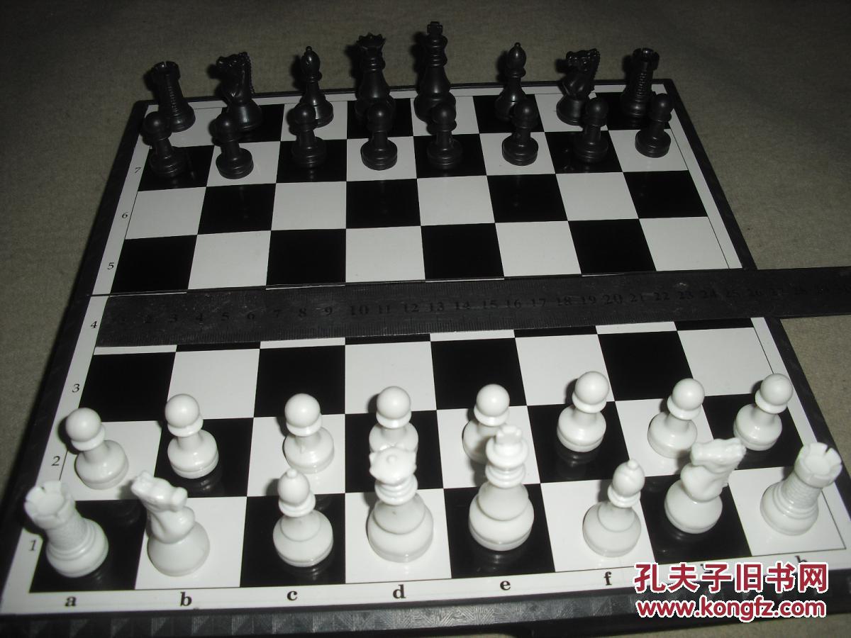 国际象棋 铁皮棋盘 32枚磁性塑料棋子图片