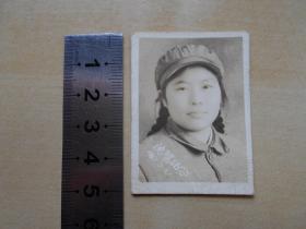 老照片【1951年,由朝鲜前线回国,女军人沈阳纪念】