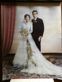 1980年代初上海王开照相馆超大幅手工上色婚纱照,颜料手书签署王开照相