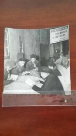 文革 舒茶公社 牛棚里学习毛主席著作摄影