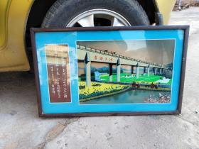 华国锋题词【玻璃画】,两张玻璃绘制而成,凸显立体效果