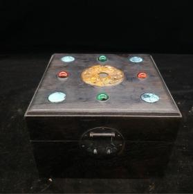 乌木镶玉盒,重量784g代理转图可以加价,运费自理。
