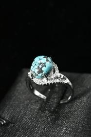 《松石原矿戒指》1枚 纯天然 戒面尺寸:10.0*8.2mm 925银戒托 大小可调整  总重量3.40g 。纯天然原矿松石。