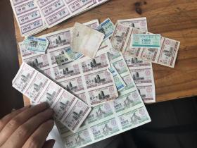 2763:1992年上海市居民定量粮票5千克7月份5张,8月份4张,9月份5张,10 11 12月份一版15张,92年500克1 2 3月份500克1版15张,上海市粮食局11月份250克油券3张,及一些小的粮票,