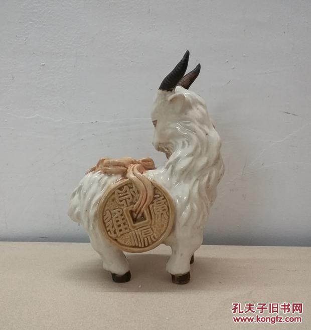 精美可爱的招财羊瓷塑摆件