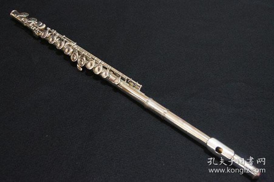 希品 日本购回品牌《原盒YAMAHA(雅马哈)专业10级 长笛一件》 美品 可以正常使用 银制管体 管径约1.8CM 全长约70CM 长笛上写有YAMAHA YFL ^ 43 SILVER NIPPON GAKKI JAPAN 可以上网收索正品的价格
