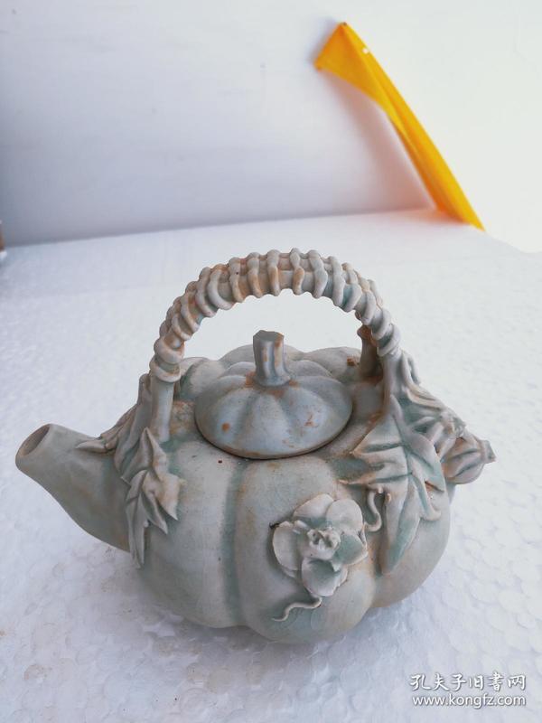 宋瓷壶,年龄大了留着没用了,年轻的时候从乡下收来的,现在行情不好,低价出,已经是最低价格了,亏本出。.!,,!