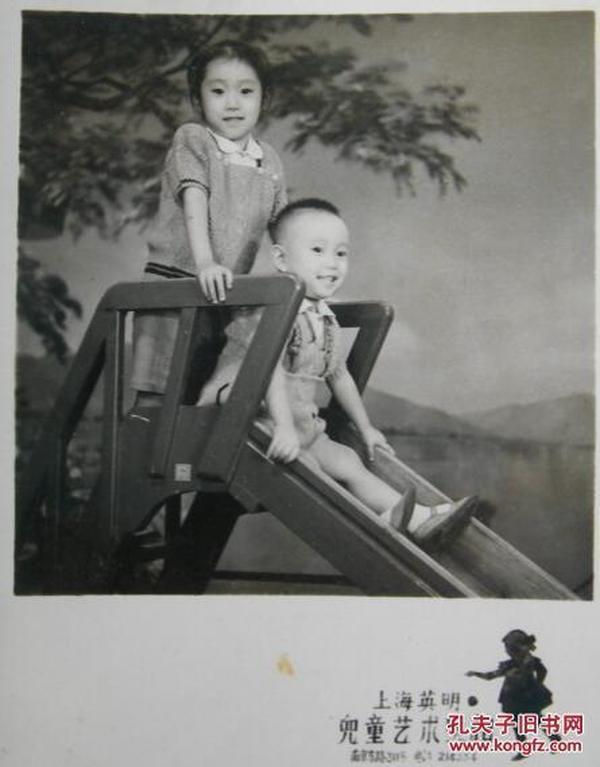 老照片:滑滑梯。漂亮布景。上海英明儿童艺术照相馆。【陌上花开系列】