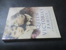 QUEEN VICTORIAS FAMILY A Century of  Photographs  直译:维多利亚女王家族百年照片  16开