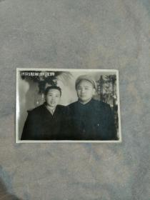 共和国大 将徐海东夫妇1950年大连留影
