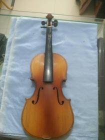 建国后 上海  百灵牌 小提琴一把,尺寸52.5*18*3.5cm