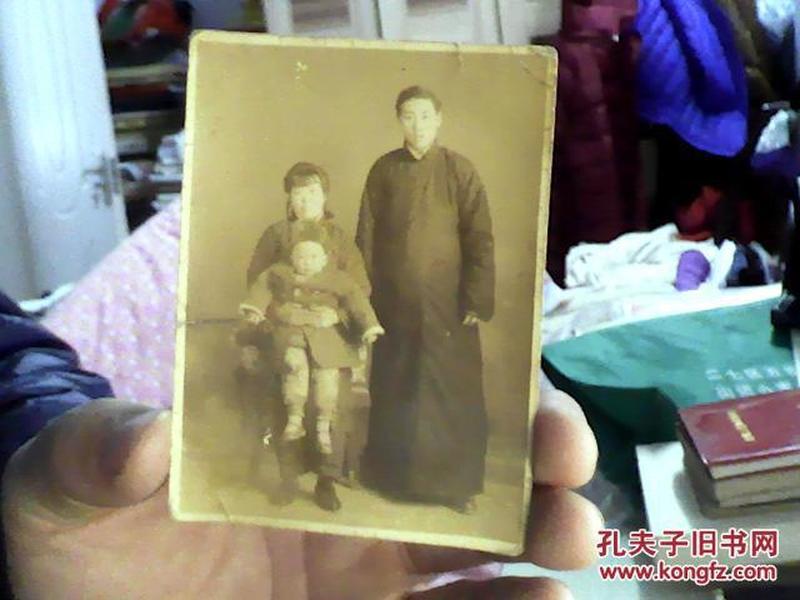 【罕见民国老照片】一家三口合影--长袍马褂(包老包真.)