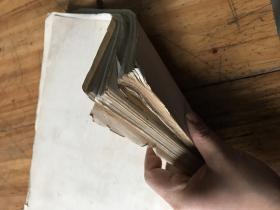 2220:老的白纸一叠,有两种纸张,有黄斑,重:910千克