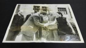 1940年代宋美龄蒋介石与美国副总统、驻华大使等握手会面照片