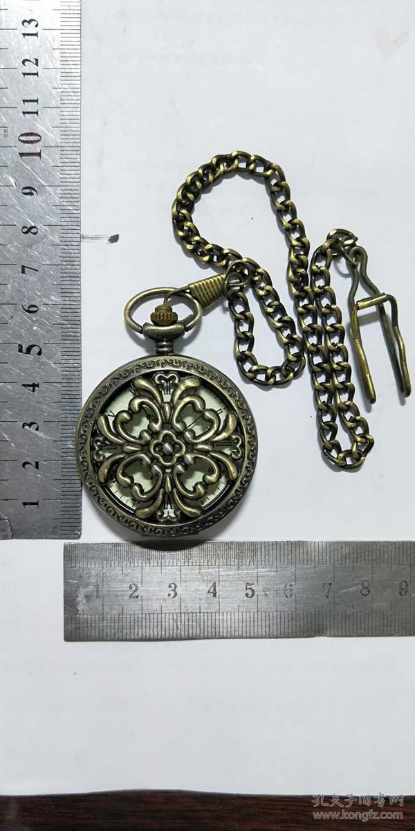 铜质怀表,纯铜镂空老式怀表,上劲儿能走,值得收藏哦!