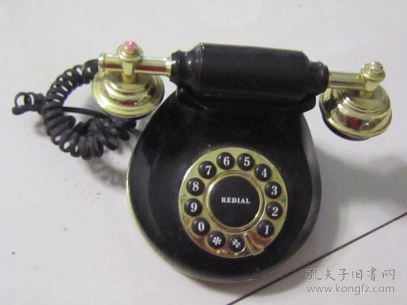 造型少见的小电话一部(不知是不是外国机器)