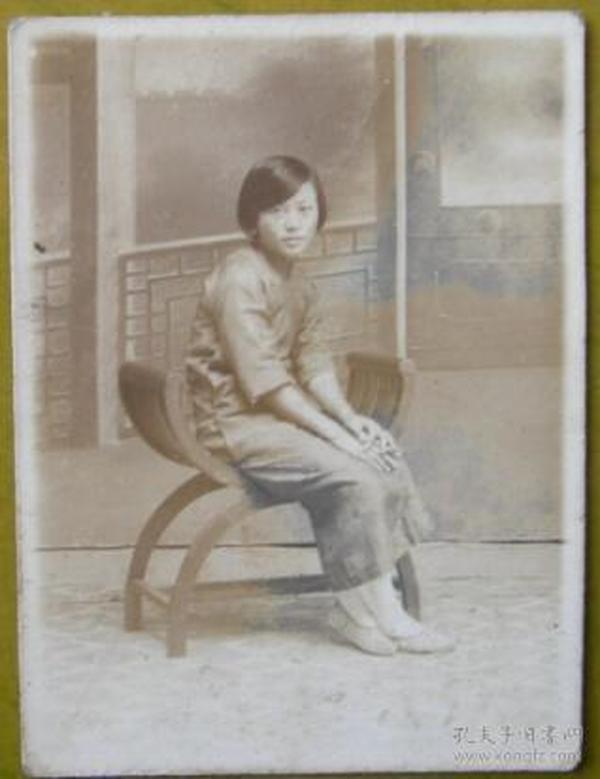 民国老照片:素珍,有背题【上海新陆师范学校毕业、上海粤东中学教员——宗品华小姐私藏民国旗袍美女系列】