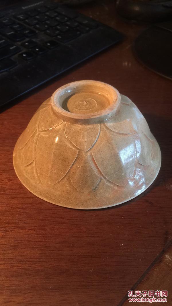 宋金茶盏----南宋福建窑口黄釉剔刻莲花瓣碗(1)