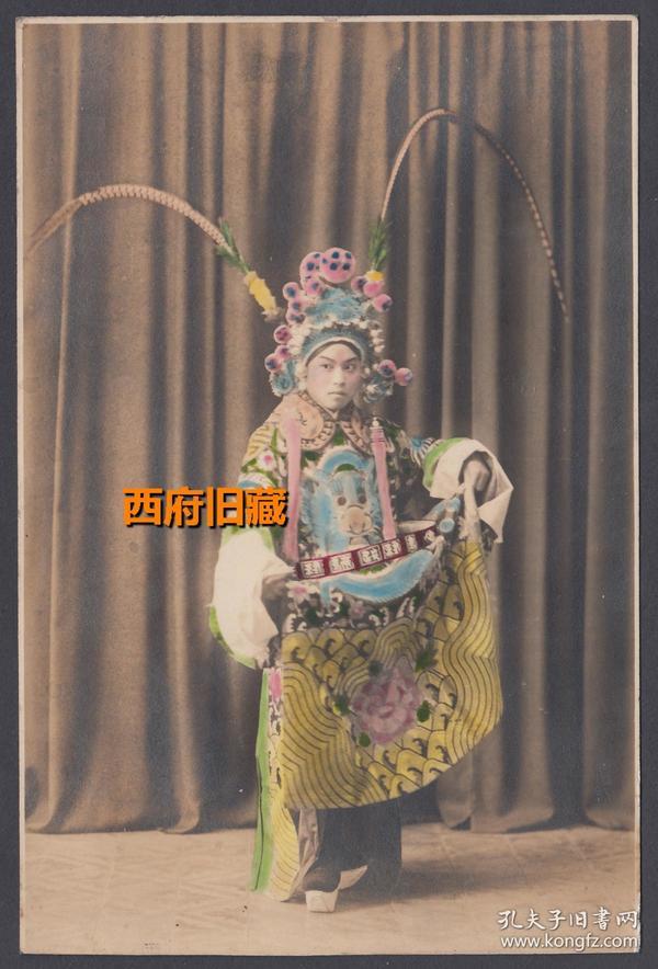 民国老照片,手工上色的戏服照