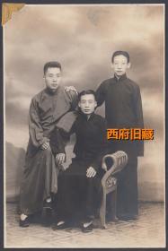 民国老照片,三位青年长袍合影