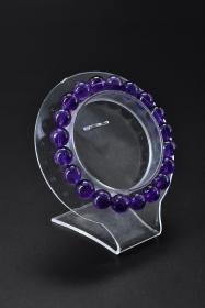 《紫水晶手串》一个 单颗尺寸:9.2mm,总重:21.91克。手串周长21.7cm 。水晶寓意吉祥之意。